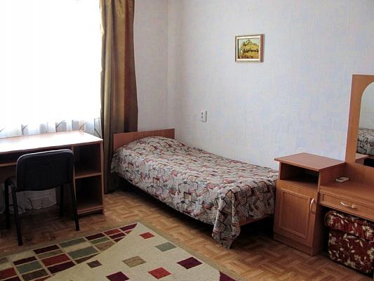 2-комнатная квартира посуточно в Судаке. ул. Октябрьская, 34. Фото 1