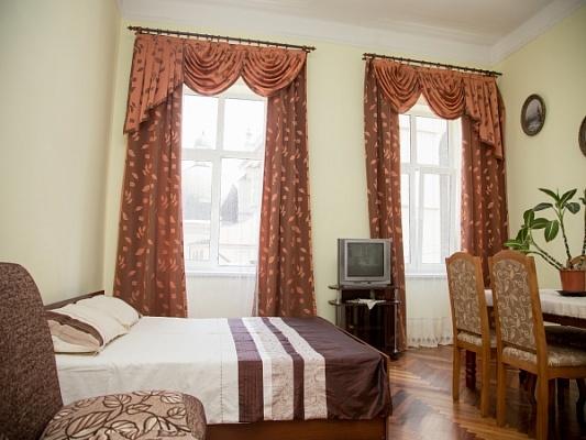 2-комнатная квартира посуточно в Львове. Галицкий район, ул. Театральная, 7. Фото 1