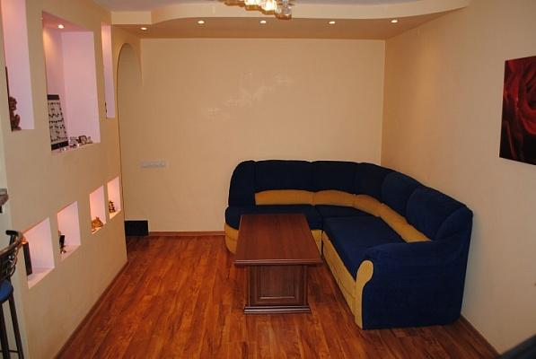 3-комнатная квартира посуточно в Феодосии. ул. Крымская, 86. Фото 1