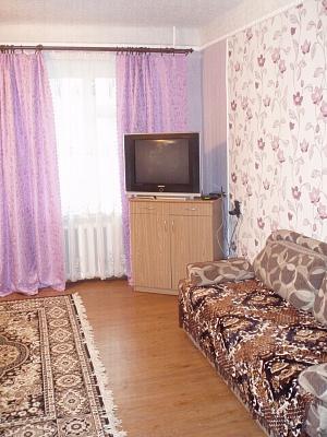 2-комнатная квартира посуточно в Алчевске. пр-т Металлургов, 61. Фото 1