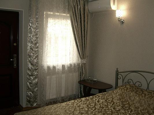 1-комнатная квартира посуточно в Симферополе. Железнодорожный район, ул. Спера, 33. Фото 1