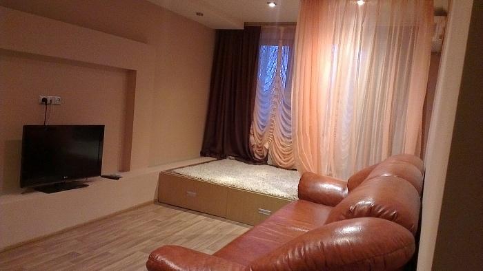 2-комнатная квартира посуточно в Макеевке. кв. Гвардейский, 23. Фото 1