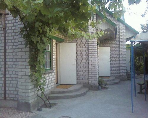 Мини-отель  посуточно в Бердянске. ул. Чубаря, 116. Фото 1