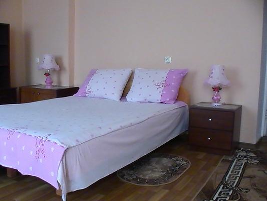 2-комнатная квартира посуточно в Кировограде. Ленинский район, ул. Генерала Родимцева. Фото 1