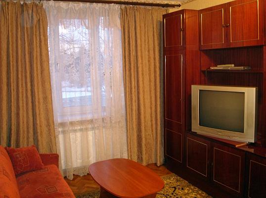 1-комнатная квартира посуточно в Луганске. Ленинский район, пл. ВОВ, 7. Фото 1