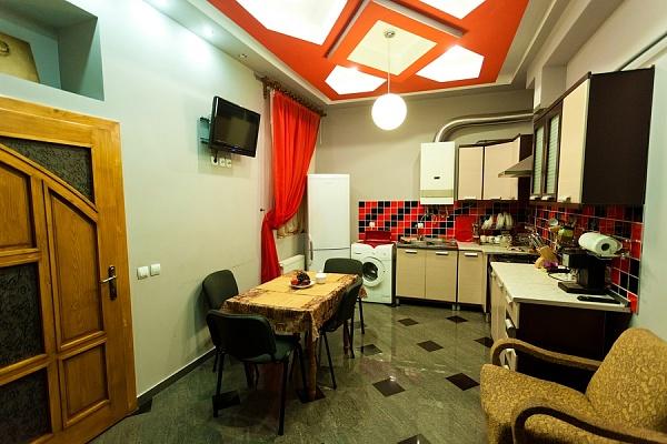 2-комнатная квартира посуточно в Берегово. ул. Ольги Кобылянской, 27. Фото 1