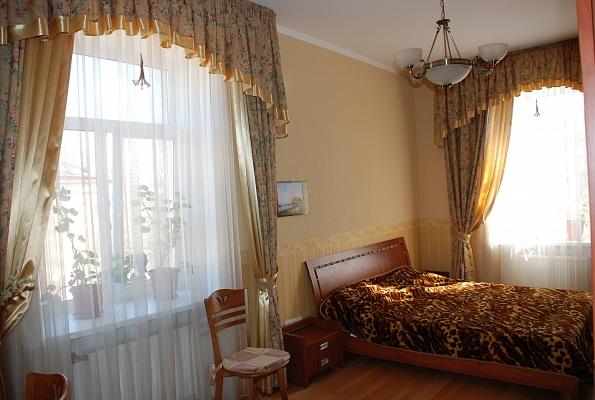 2-комнатная квартира посуточно в Евпатории. ул. Фрунзе, 25. Фото 1
