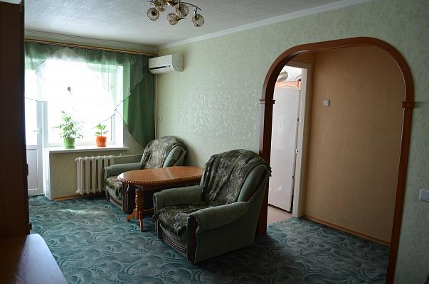 2-комнатная квартира посуточно в Запорожье. Жовтневый район, пр-т Ленина, 93. Фото 1