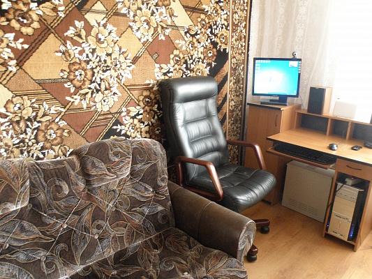 2-комнатная квартира посуточно в Бердянске. ул.Розы Люксембург, 7. Фото 1