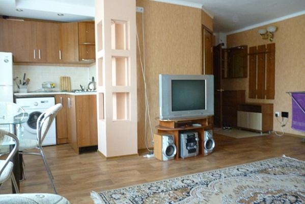 1-комнатная квартира посуточно в Северодонецке. ул. Донецкая, 34. Фото 1