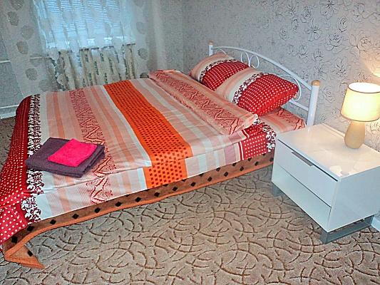 2-комнатная квартира посуточно в Киеве. Голосеевский район, ул. Горького, 47. Фото 1