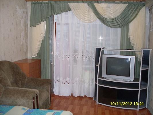 1-комнатная квартира посуточно в Северодонецке. ул. Маяковского, 21. Фото 1