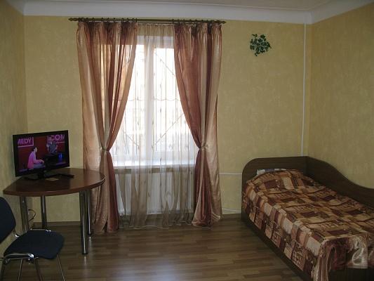 2-комнатная квартира посуточно в Кривом Роге. Дзержинский район, ул. Олейникова, 8. Фото 1