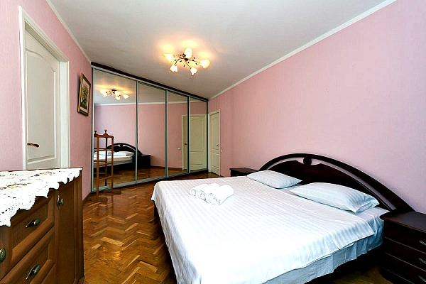 3-комнатная квартира посуточно в Киеве. Печерский район, ул. Шота Руставели, 25. Фото 1
