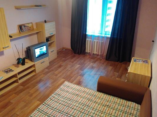 1-комнатная квартира посуточно в Киеве. Дарницкий район, ул. Урловская, 38. Фото 1