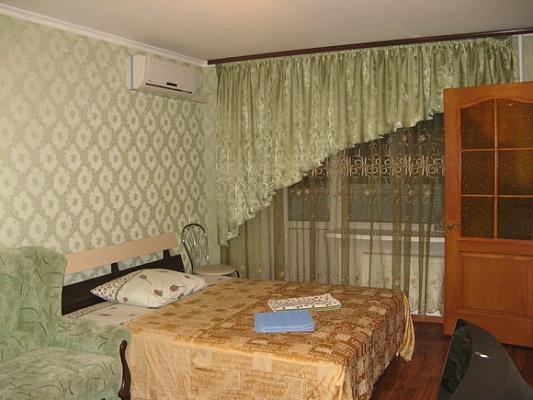 1-комнатная квартира посуточно в Кременчуге. ул. Первомайская, 63. Фото 1