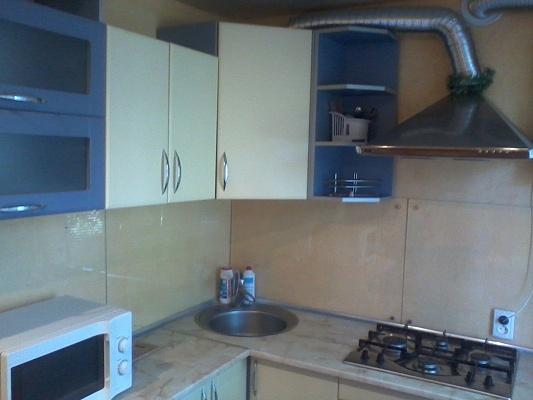 2-комнатная квартира посуточно в Алчевске. ул. Ленина, 9. Фото 1