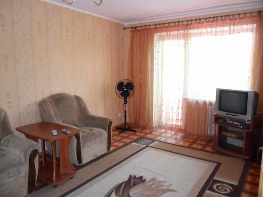1-комнатная квартира посуточно в Кривом Роге. Дзержинский район, ул. Землячки, 7. Фото 1