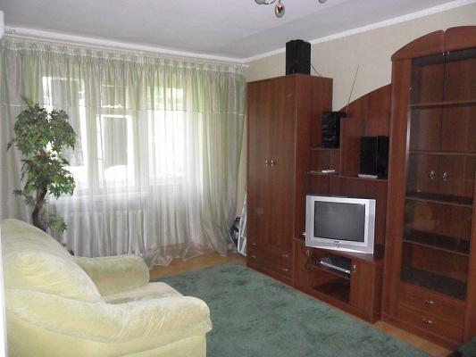 1-комнатная квартира посуточно в Кривом Роге. Дзержинский район, ул. Землячки, 3. Фото 1