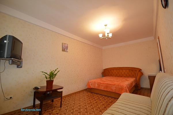 1-комнатная квартира посуточно в Севастополе. Гагаринский район, ул. Репина, 8. Фото 1