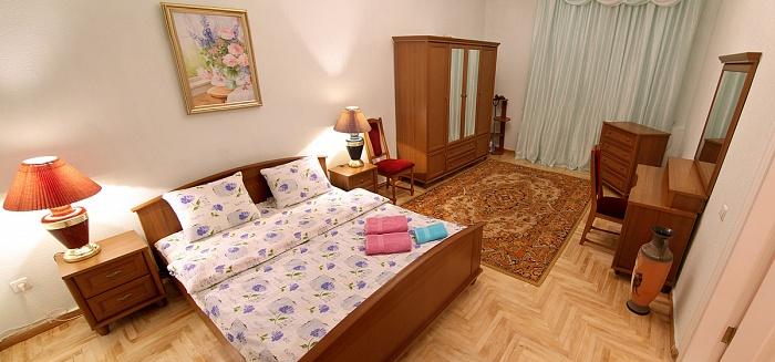 2-комнатная квартира посуточно в Киеве. Шевченковский район, Большая Житомирская, 8а. Фото 1