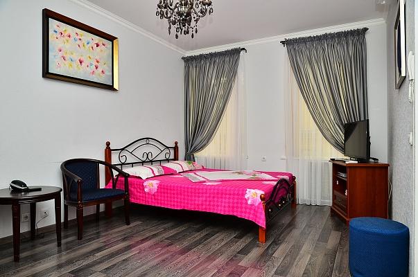 1-комнатная квартира посуточно в Киеве. Печерский район, пл. Бессарабская, 7. Фото 1