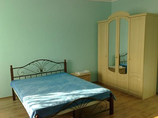 2-комнатная квартира посуточно в Севастополе. Балаклавский район, б-р  Античный, 4. Фото 1