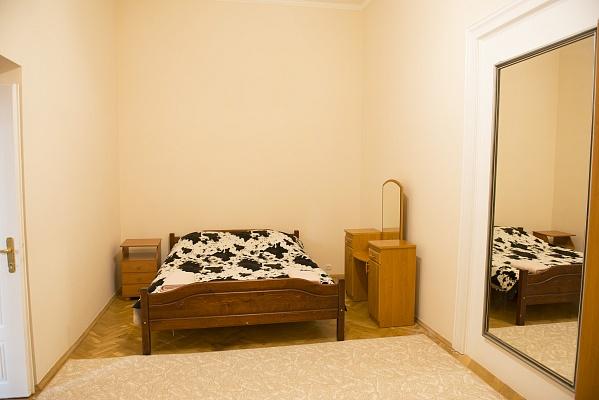 2-комнатная квартира посуточно в Львове. Галицкий район, ул. Сечевых Стрельцов, 8. Фото 1
