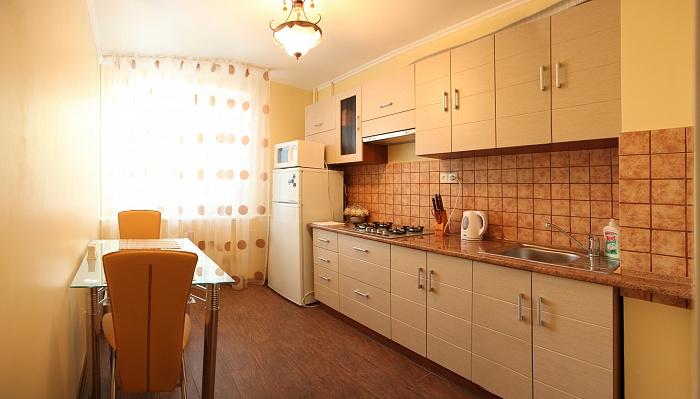 2-комнатная квартира посуточно в Николаеве. Центральный район, ул. Адмирала Макарова, 56. Фото 1