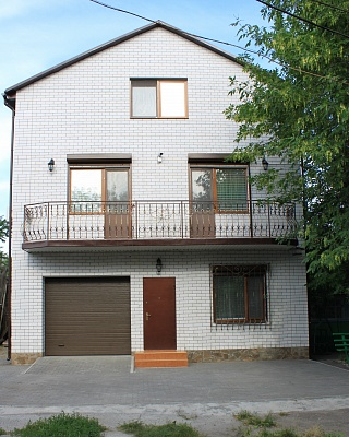 Дом  посуточно в Бердянске. ул. Свободы, 93а. Фото 1