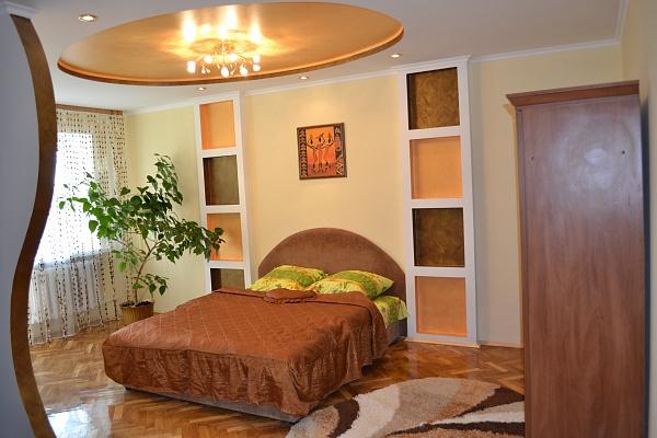 1-комнатная квартира посуточно в Луцке. пр-т Грушевского, 18. Фото 1