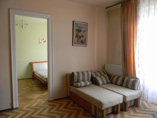 2-комнатная квартира посуточно в Львове. Галицкий район, ул. Саксаганского, 8. Фото 1