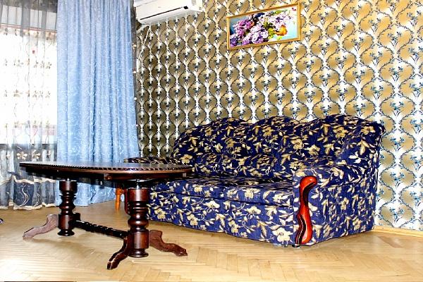 2-комнатная квартира посуточно в Киеве. Голосеевский район, ул. Большая Васильковская (Красноармейская), 114. Фото 1