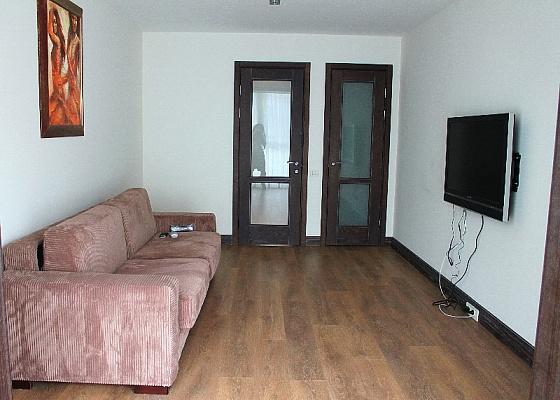 2-комнатная квартира посуточно в Ильичёвске. ул. Данченко, 3. Фото 1
