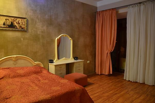 3-комнатная квартира посуточно в Одессе. Приморский район, ул. Еврейская, 50. Фото 1
