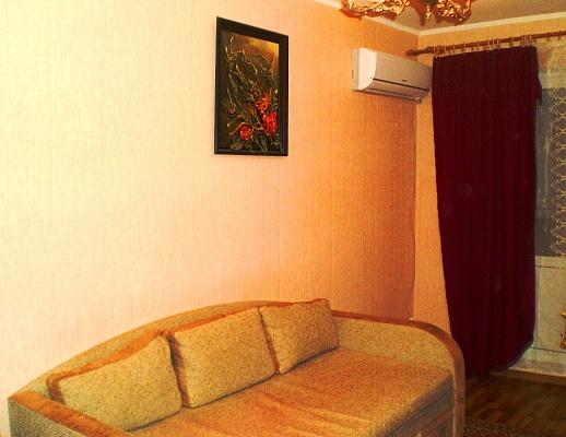 1-комнатная квартира посуточно в Симферополе. Киевский район, пр-т Победы, 60. Фото 1