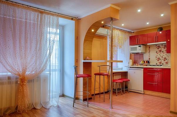 1-комнатная квартира посуточно в Мариуполе. Центральный район, пр-т Строителей, 92. Фото 1