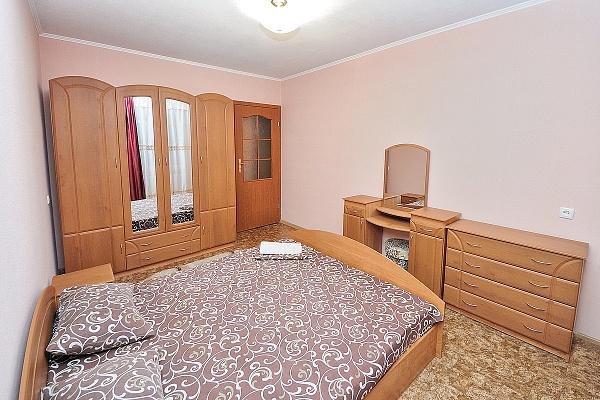 2-комнатная квартира посуточно в Донецке. Ворошиловский район, пр-т 25-ти летия ркка, 6б. Фото 1