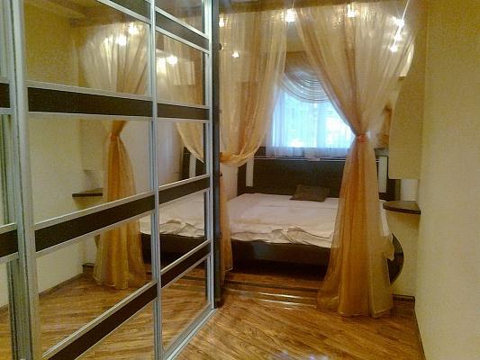 2-комнатная квартира посуточно в Бердянске. ул. Горького, 41. Фото 1