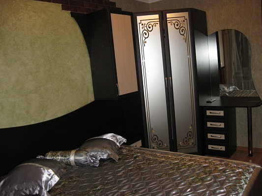 2-комнатная квартира посуточно в Черкассах. ул. Гоголя, 458. Фото 1