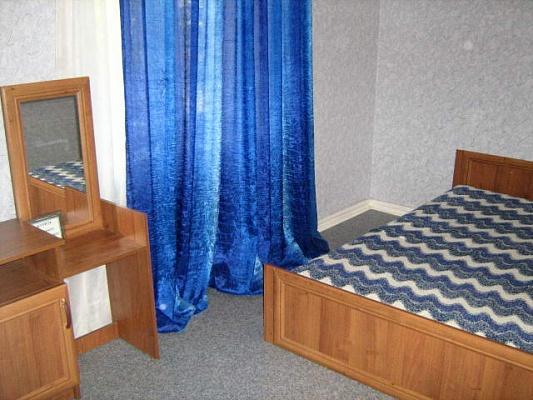 2-комнатная квартира посуточно в Севастополе. Гагаринский район, ул. Павла Дыбенко, 10. Фото 1