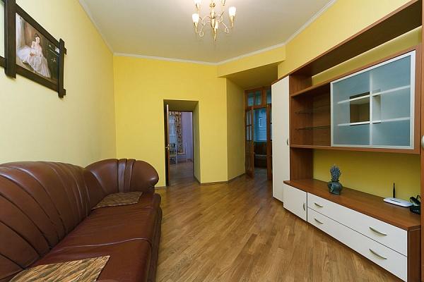 4-комнатная квартира посуточно в Киеве. Печерский район, ул. Шота Руставели, 20б. Фото 1