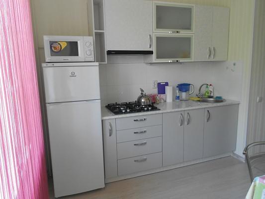 2-комнатная квартира посуточно в Симферополе. Железнодорожный район, ул. Железнодорожная, 8. Фото 1