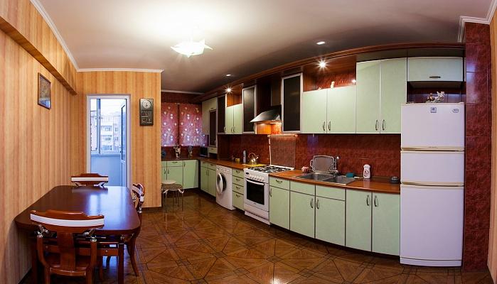 4-комнатная квартира посуточно в Одессе. Приморский район, ул. Фонтанская дорога, 55а. Фото 1