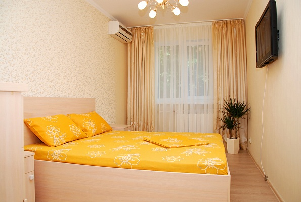 2-комнатная квартира посуточно в Киеве. Печерский район, ул. Мечникова, 7А. Фото 1