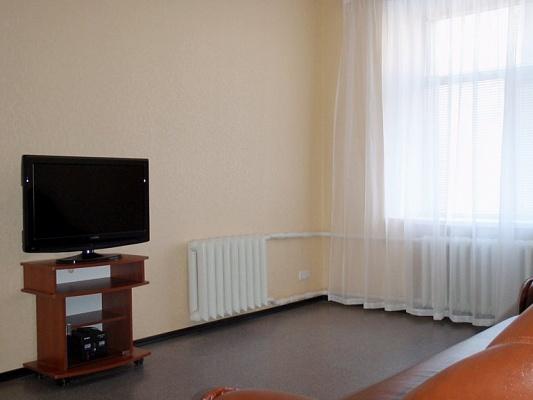 2-комнатная квартира посуточно в Сумах. Заречный район, ул. Петропавловская, 81. Фото 1