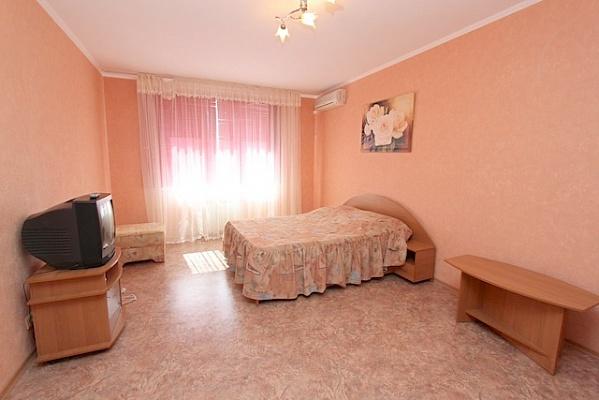 1-комнатная квартира посуточно в Феодосии. ул. Старшинова, 8. Фото 1