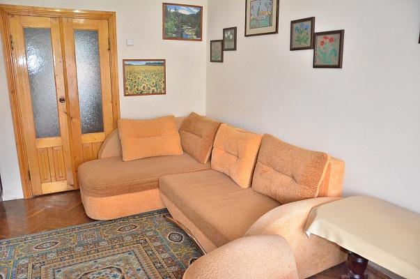 1-комнатная квартира посуточно в Черновцах. Шевченковский район, ул. Оренбургская, 1 А. Фото 1