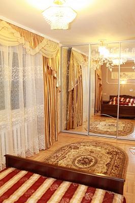 2-комнатная квартира посуточно в Одессе. Приморский район, пр-т Шевченко, 27. Фото 1