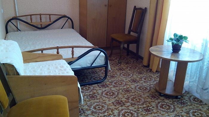1-комнатная квартира посуточно в Бердянске. ул. 12-го Декабря, 9. Фото 1